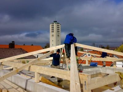 Dachstuhl kurz vor der Fertigstellung - Zimmerei Lenk