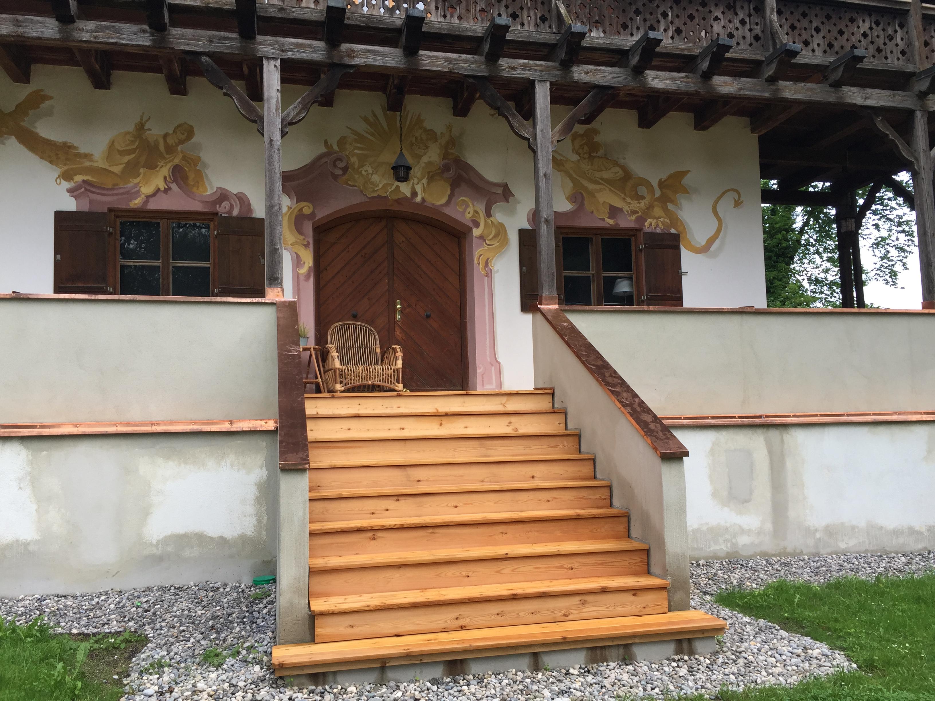 Eingangstreppe aus Holz - Zimmerei Lenk