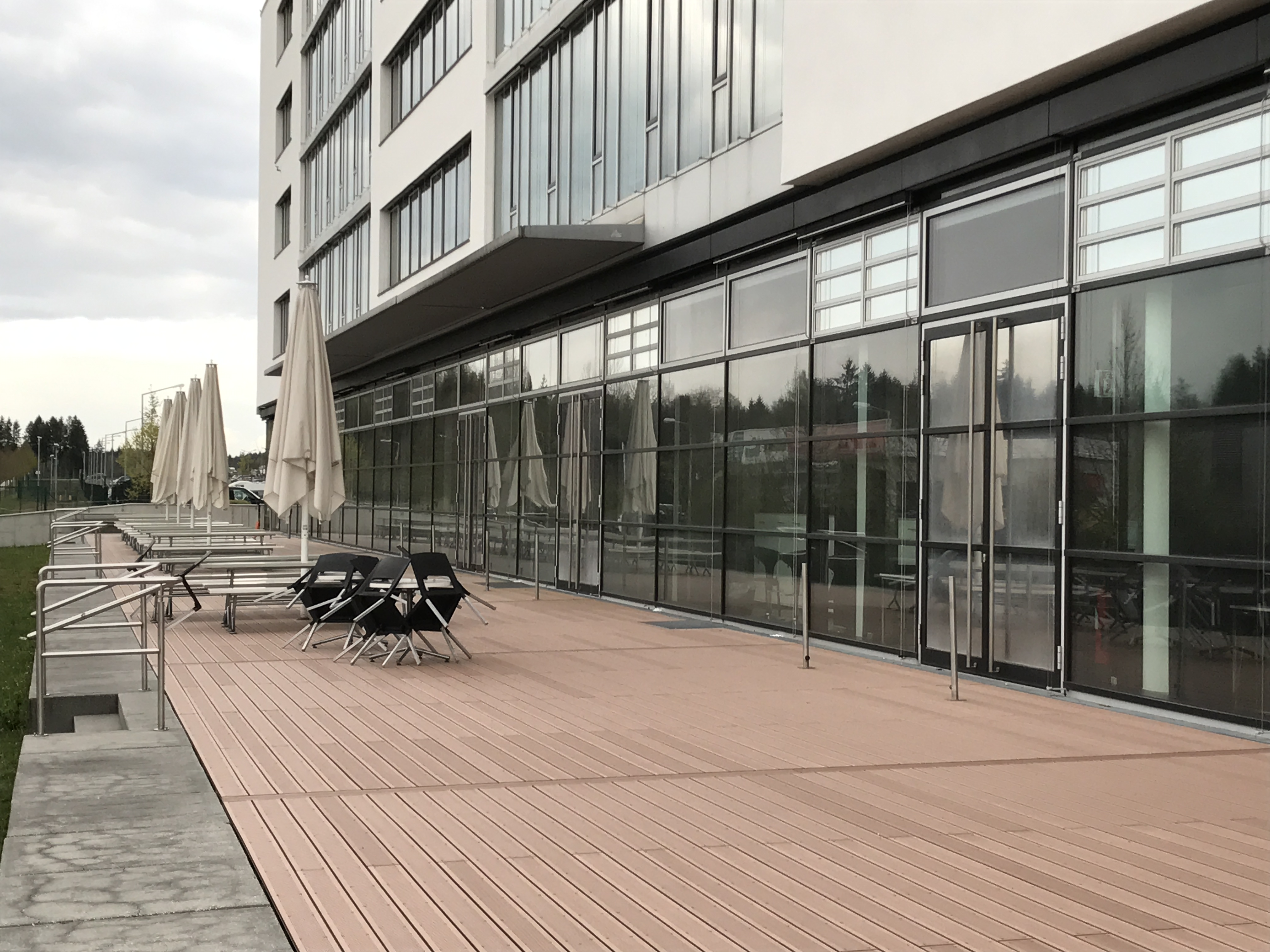 Terrasse Roche fertiggestellt - Zimmerei Lenk