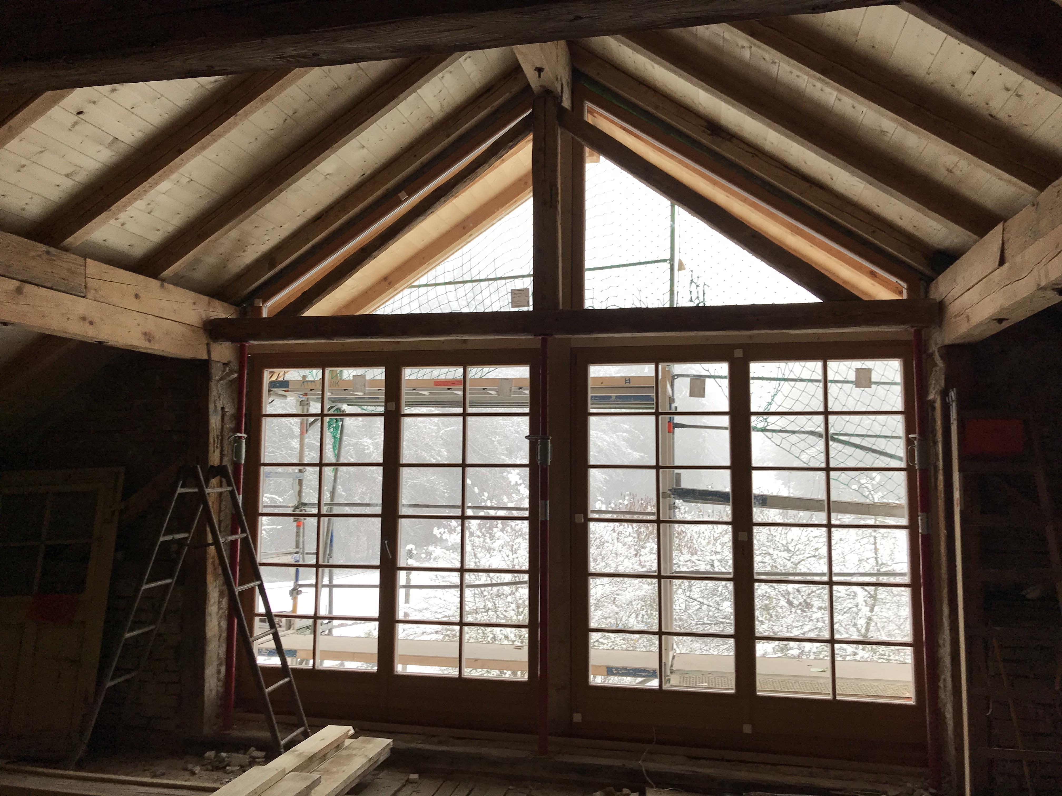 Neue Fenster in altem Bauernhaus